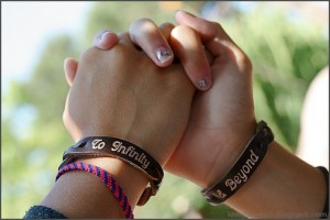 friends-hands-holding-friendship-lovepicturex.Blogspot.com